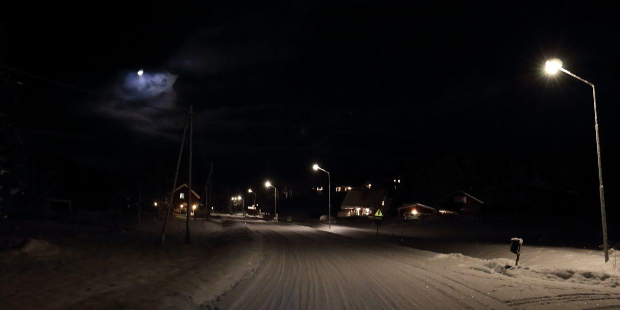Dag 81: En mörk kväll en vit väg ett oväntat möte